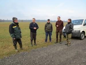 Vertreter des NABU Hambrücken, Vogelschutzzentrum Mössingen und der Forstverwaltung bei der Vorbesprechung.